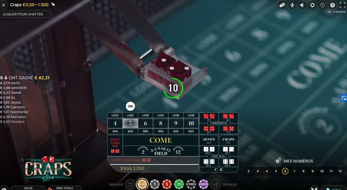 Dés en position de lancement automatique sur le jeu Craps Live